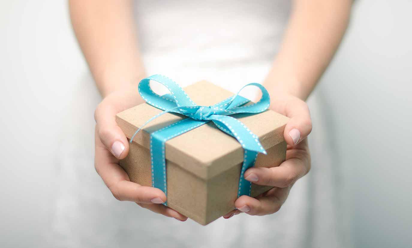 Картинка вручение подарков